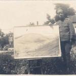 Пиндиков с негова картина, нарисувана по време на война