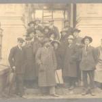 Снимка пред входа на Руската църква (1912)