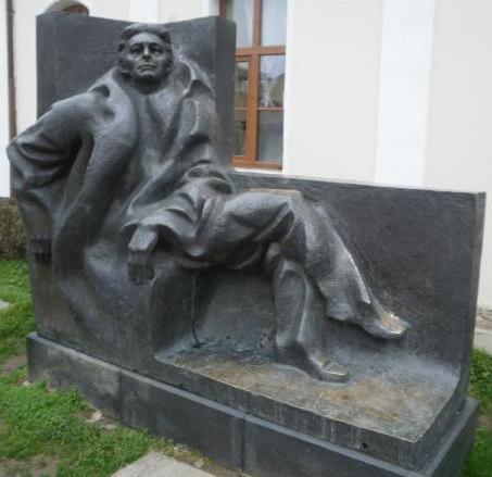 Паметник на Емилиян Станев във Велико Търново