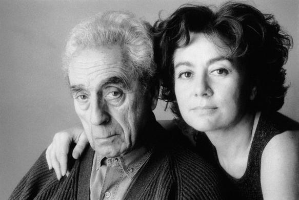 Антониони със съпругата си