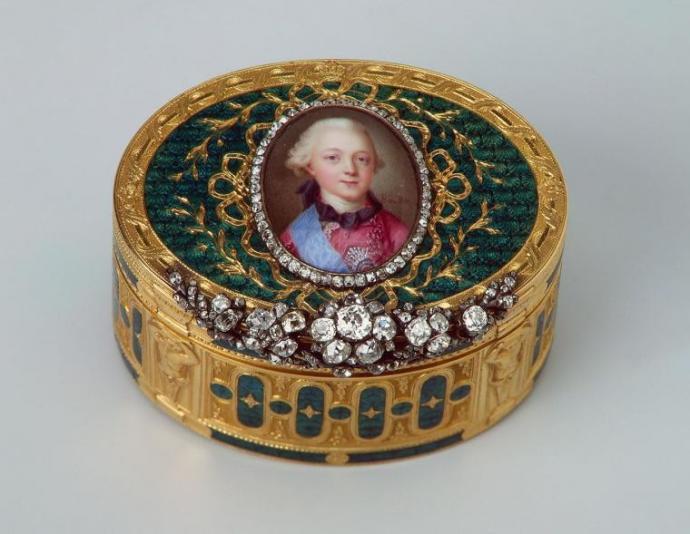 Златна кралска кутия за тютюн